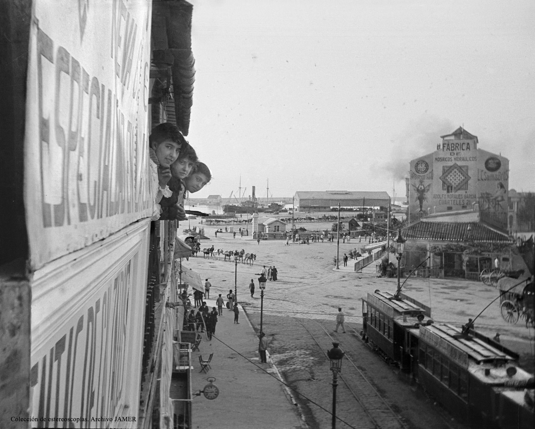 Málaga. Acera de la Marina y puerto. Hacia 1920. Colección de estereoscopías de los años 20 del siglo XX. Archivo Jamer.