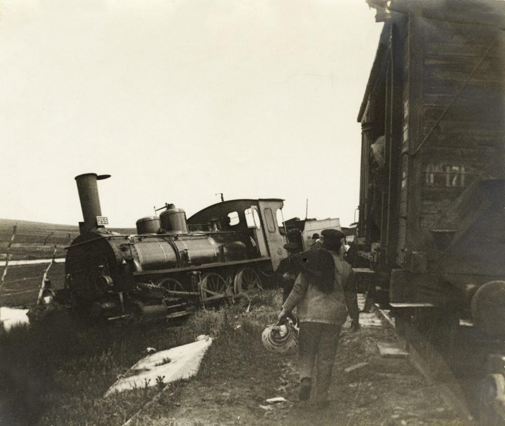 Descarrilamiento en la línea de Ferrocarriles Andaluces Puente Genil – Linares, agosto de 1901. Foto tomada por Emile Rennes.