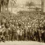 Málaga, Explanada de la Estación. Trabajadores y directivos de Ferrocarriles Andaluces. Reportaje realizado en 1907 por el fotógrafo parisino J. David.