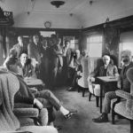 """Interior de un coche """"Pullman"""" de Ferrocarriles Andaluces. Emile Rennes aparece sentado el primero a derecha de la imagen"""